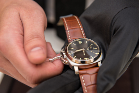 Watchman show watch repair finish for costomer check approved