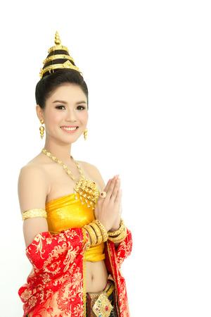 femme portant robe thai typique avec isolé sur fond blanc, la culture de la Thaïlande d'identité Banque d'images