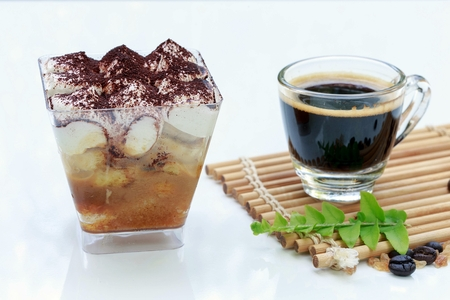 Espresso coffee cup with Banoffee pie in a cup. Delicious dessert. Фото со стока
