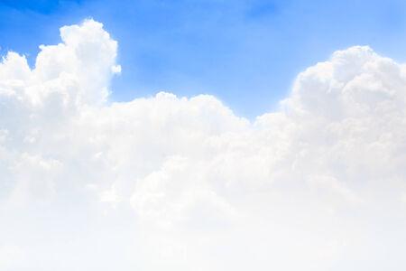 青い空に白い雲。