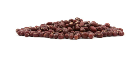 frijoles rojos: red beans on white background