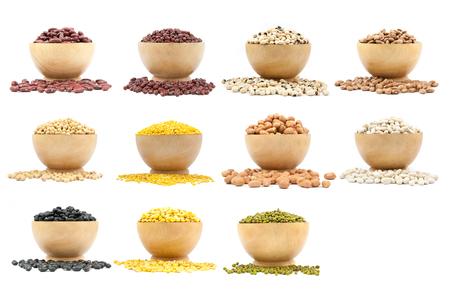 leguminosas: colecci�n de leguminosas en las copas aisladas sobre fondo blanco Foto de archivo