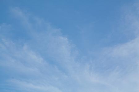 美容平和な空と白い雲