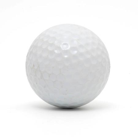 Golfball isoliert auf weißem Hintergrund