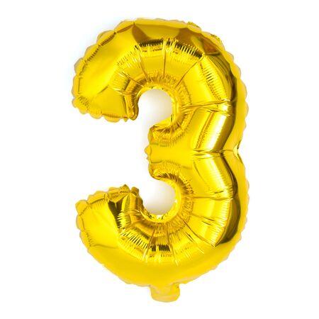 Golden número tres aniversario de decoración de fiesta de globos sobre fondo blanco. Foto de archivo