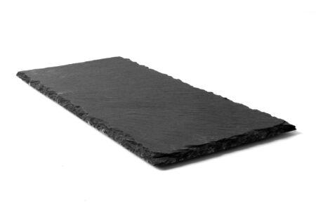 Placa de piedra negra aislado sobre fondo blanco.