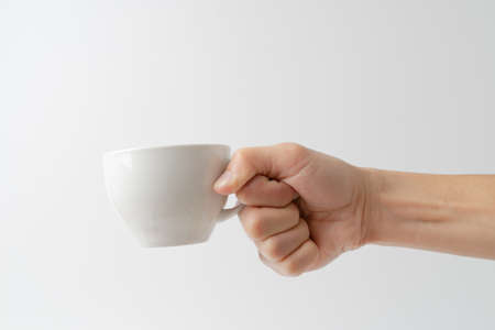 hand holding cup on white background 版權商用圖片 - 160504078