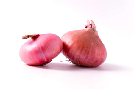 red red onion isolated on white background 版權商用圖片