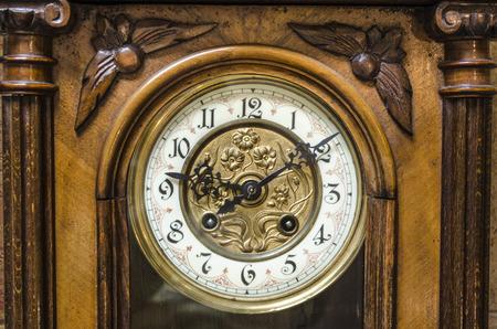 abuelo: Antigua abuelo de pie de madera Reloj