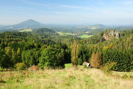 czech switzerland: Paesaggio in Svizzera Ceca - vista panoramica sulle rocce e foreste