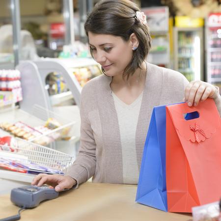 Happy Shopper at cash desk in a  market Standard-Bild