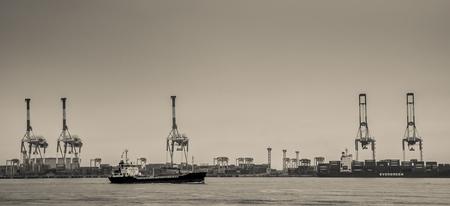 港湾クレーン