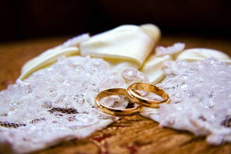 wedding bands: alianzas de boda Foto de archivo