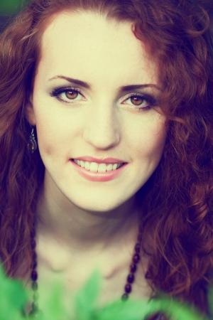 Porträt einer schönen rothaarige Mädchen Standard-Bild - 13639814