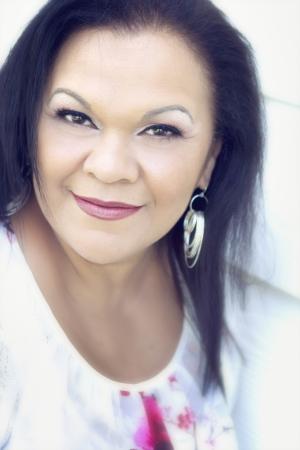 Close up Portrait von einem schönen hispanische Frau in ihren 50ern Standard-Bild - 22068636