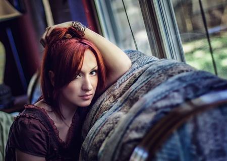Portrait of a beautiful redhead girl looking 免版税图像
