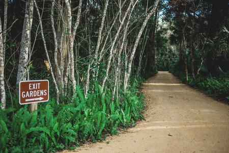 Garned Exit sign Standard-Bild
