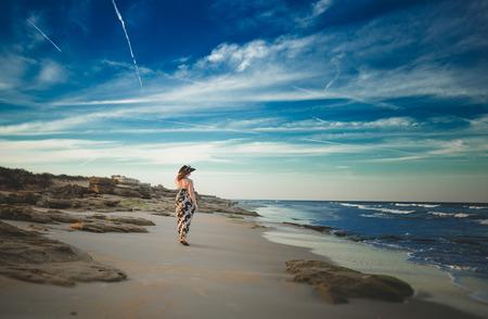 Mädchen am Strand  Standard-Bild - 69780155