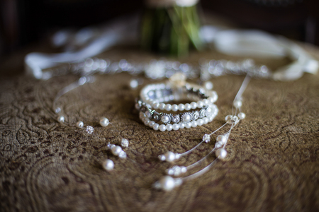 Bridal Jewelry with pearlsn and silver Standard-Bild