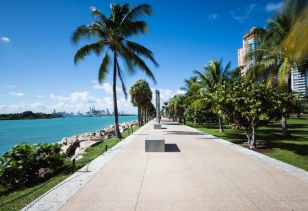 playas tropicales: pasarela en la playa de Miami
