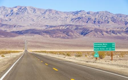 死の谷、カリフォルニアで道路標識