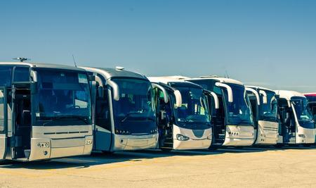 Toeristische bussen op een rij Stockfoto