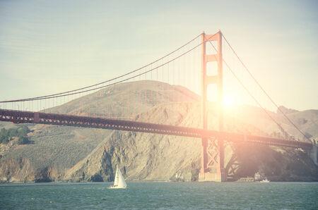 brige: Vista panor�mica del puente con Golden Gate en San Francisco Foto de archivo