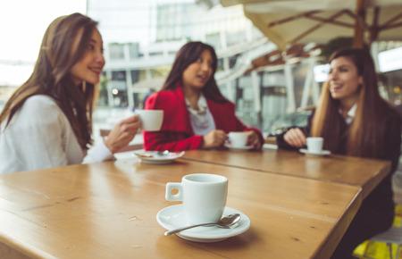 친구와 함께하는 커피