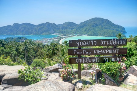 phi: Phi Phi Don view point - Phi Phi island from above