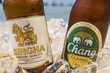 pilsner beer glass: PHI PHI ISLAND,THAILAND - FEBRUARY 27,2015: Chang and Singha beer on the beach, a pale lager brewed by ThaiBev, Thailands largest and one of Southeast Asias largest beverage companies Editorial