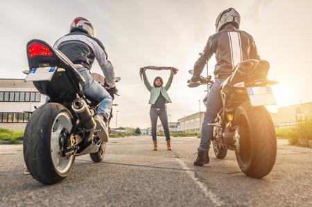 illegale race met motorfietsen