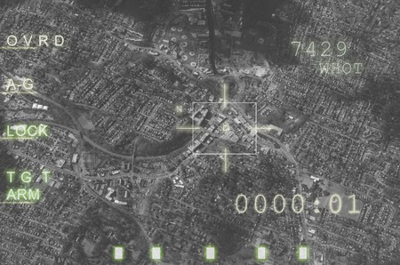 항공기 무기 컴퓨터, 대상은 발사 준비가 잠겨 있습니다. 전쟁과 테러에 대한 개념 스톡 콘텐츠