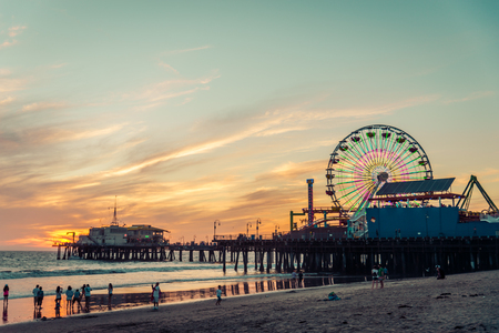 Santa Monica pier bij zonsondergang, Los Angeles Stockfoto