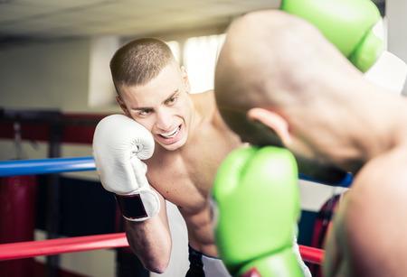 streichholz: Kickboxers Training auf dem Ring. Konzept über Kampf und Wettbewerb Lizenzfreie Bilder