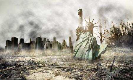 Apocalyse в Нью-Йорке. Фантазия понятие о апокалиптическом сценарии Фото со стока
