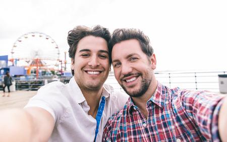 selfie.People 및 관계 개념을 복용 산타 모니카에서 행복 한 부부 사랑