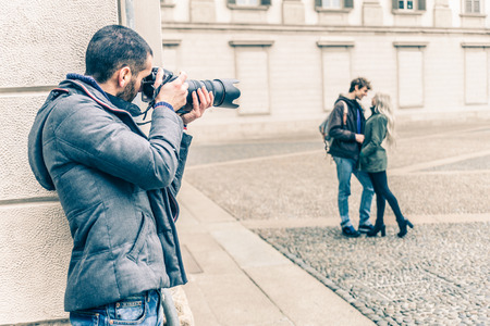 有名な vip を撮影記者のカップル デート - 探偵カップル裏切りに興味津々 写真素材