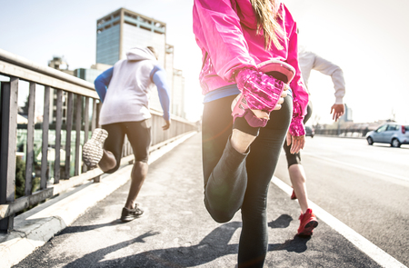 area sexy: Urban runners making stretching