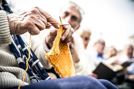 seniorzy w parku Zdjęcie Seryjne