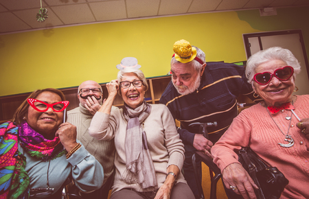 호스피스에서 노인들 파티 스톡 콘텐츠