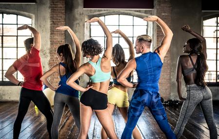 Professioneel danser klasse in de sportschool Stockfoto