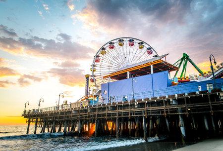 santa monica: Santa Monica pier at sunset, Los Angeles