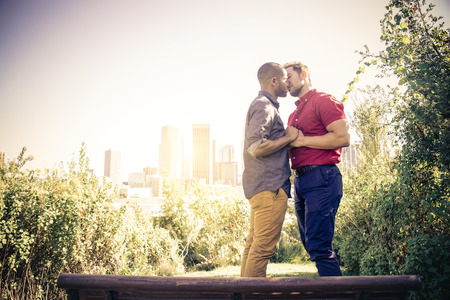 Homosexual couple at a romantic date outdoors - Gay couple in love flirting and having fun Banque d'images