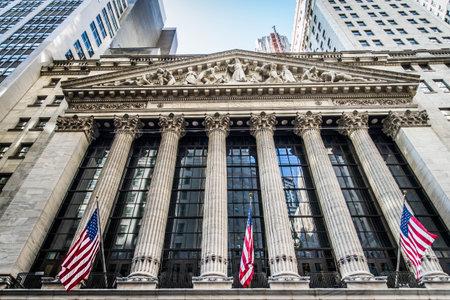 NEW YORK CITY, NY - 17 SEPTEMBER, 2016: Wall Street New York Stock Exchange is 's werelds grootste beurs door marktkapitalisatie van haar beursgenoteerde bedrijven.