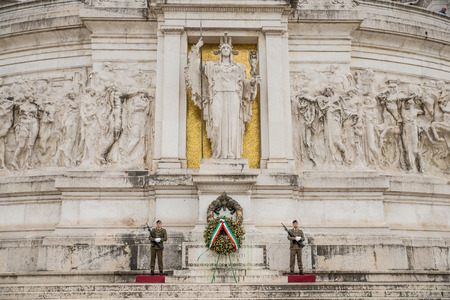 Rome Italy - May 11, 2017: Soldiers at Altare della Patria (Altar of the Fatherland) Monumento Nazionale a Vittorio Emanuele II (Victor Emmanuel II) first king of unified Italy in Rome Italy 版權商用圖片 - 82644111
