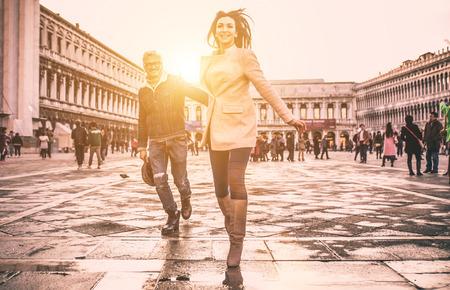 Gelukkig paar op romantische vakantie in Venezia