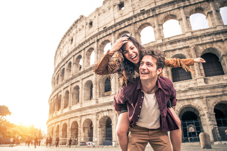 Young couple at the Colosseum, Rome - Happy tourists visiting italian famous landmarks Stok Fotoğraf - 85003778
