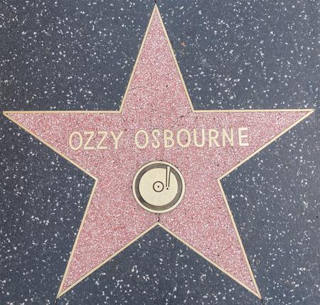 할리우드, 캘리포니아 - 2015 년 10 월 8 일 : 명예의 전당에 오지 osbourne 찬사. 이 별은 Hollywood Blvd에 있습니다. 2400 명의 유명 스타 중 한 명입니다. 스톡 콘텐츠