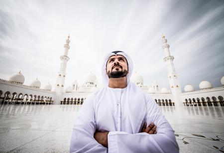 Arabe à la mosquée Banque d'images - 85141681
