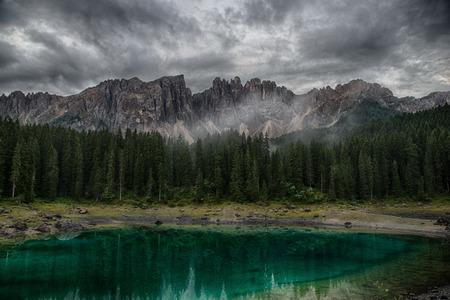 Lago di Carezza, Alpi italiane, Alto Adige, Dolomiti, Italia Archivio Fotografico - 86055318